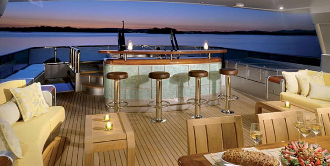 yacht ave 1