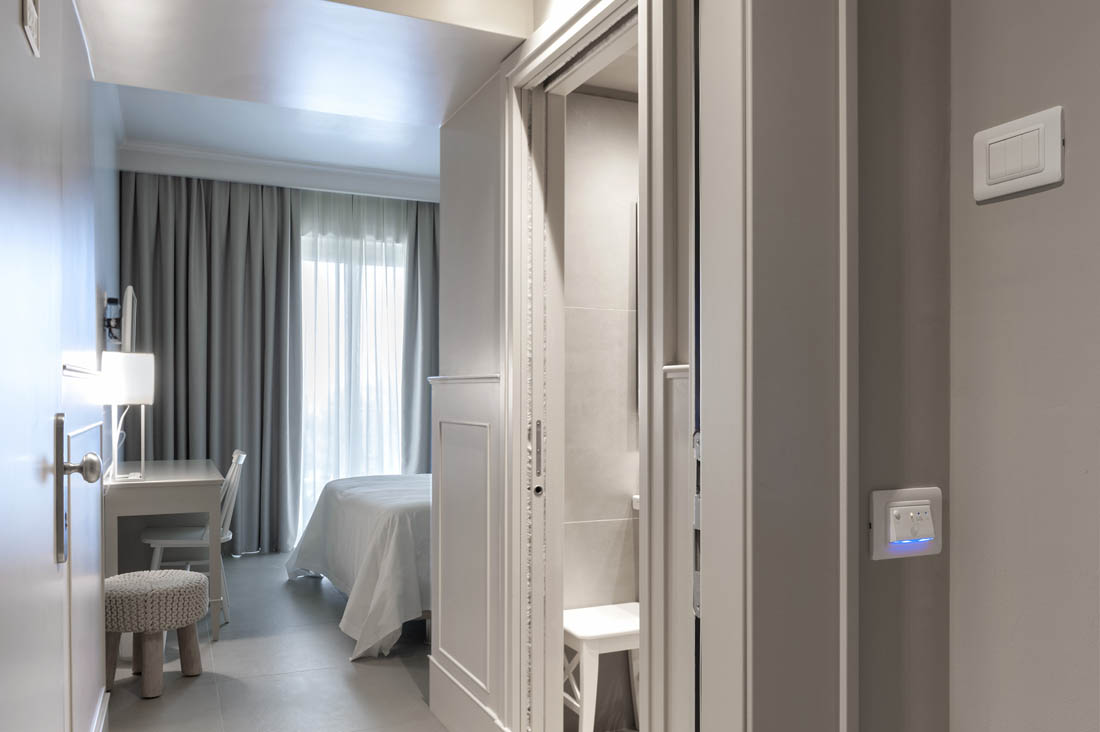 Placca design minimal Hotel