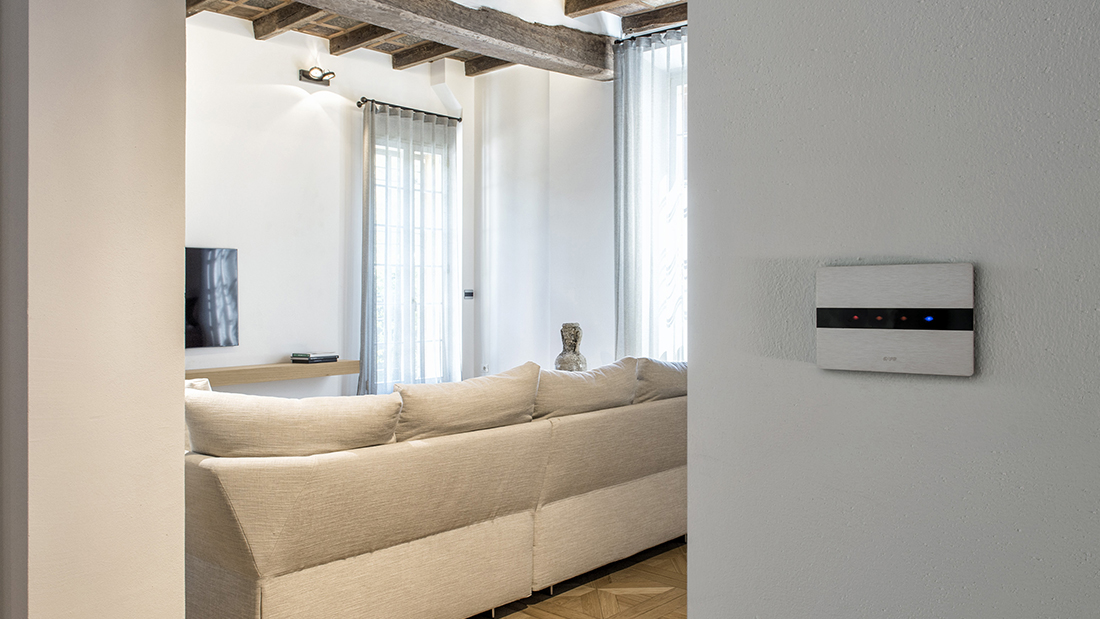 Touch controls and home automation for an elegant house in Bologna