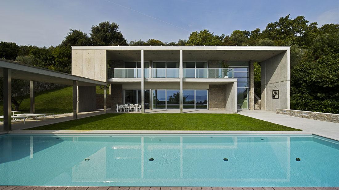 Elegante villa sul Garda con design e domotica AVE