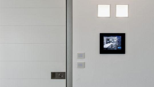 La casa domotica vale di più: il design Ave, un prezioso valore aggiunto